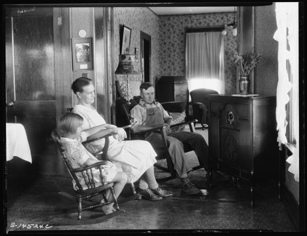 1920s rural family radio